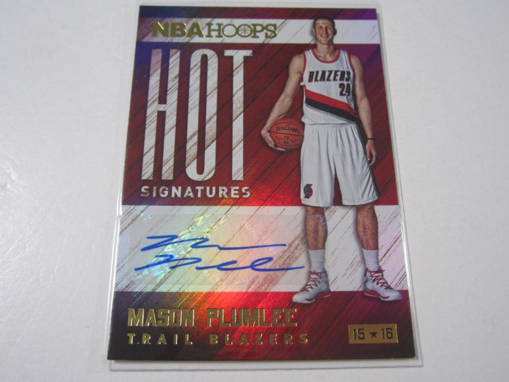 Lot 28: 2015 PANINI BASKETBALL MASON PLUMLEE SIGNED AUTOGRAPHED BLAZER CARD