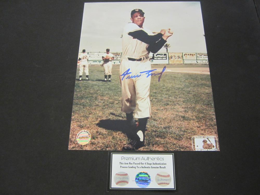 Lot 81: WILLIE MAYS SIGNED AUTOGRAPHED GIANTS 8X10 COA