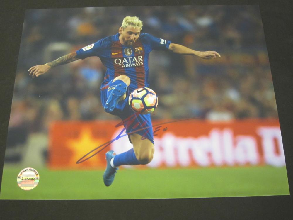Lot 151: MESSI SIGNED AUTOGRAPHED SOCCER 8X10 COA
