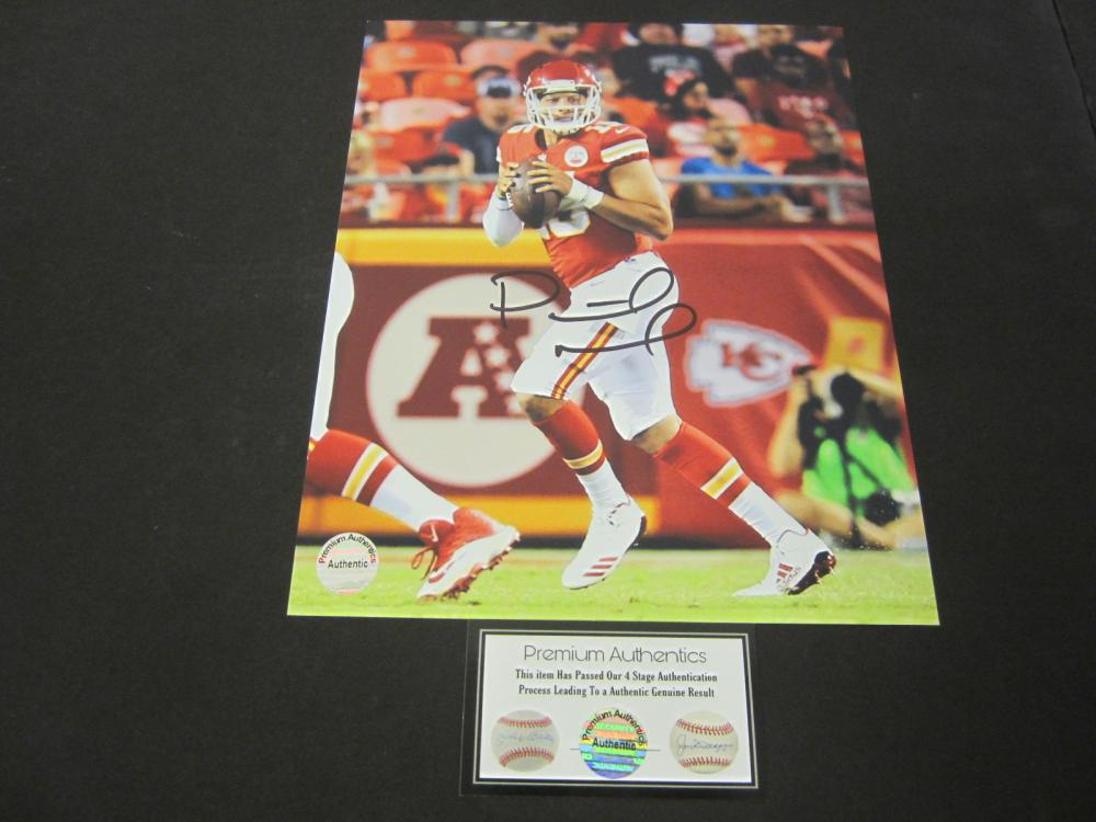 PATRICK MAHOMES SIGNED AUTOGRAPHED CHIEFS 8X10 COA