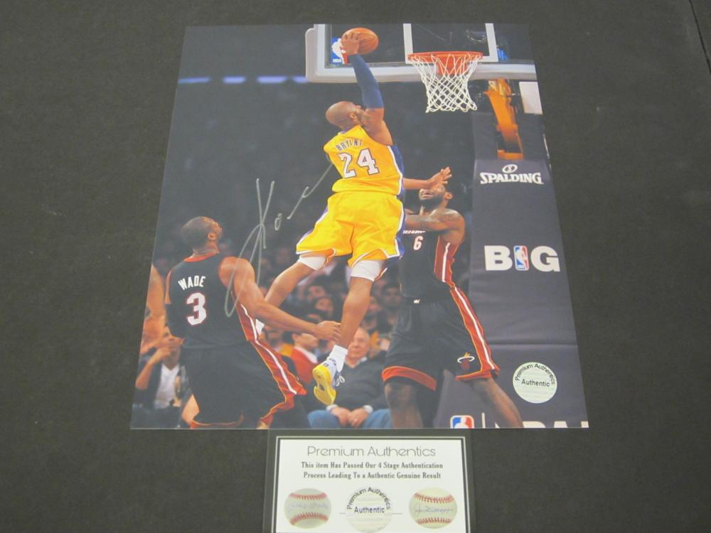 Lot 183: KOBE BRYANT SIGNED AUTOGRAPHED LAKERS 8X10 COA