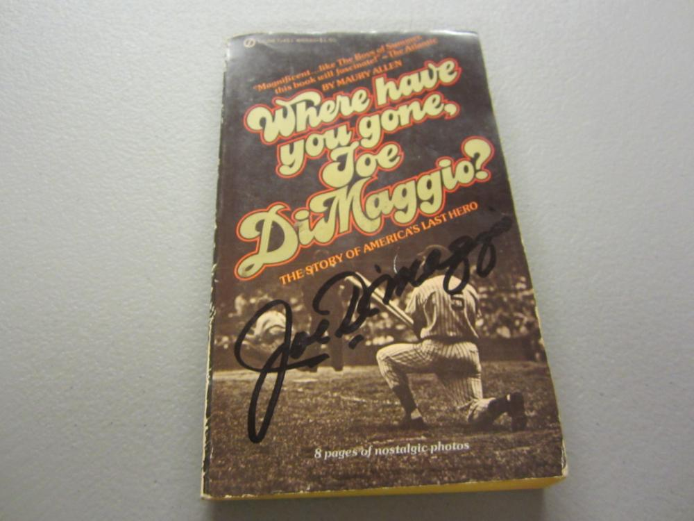 Lot 362: JOE DIMAGGIO SIGNED AUTOGRAPHED YANKEES BOOK COA