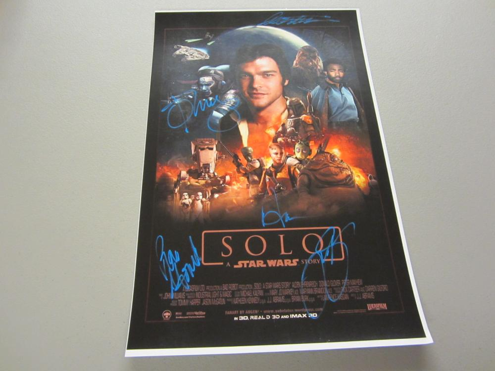 Lot 395: STAR WARS SOLO CAST SIGNED AUTOGRAPHED 11X17 COA EHRENREICH,GLOVER,CLARKE +