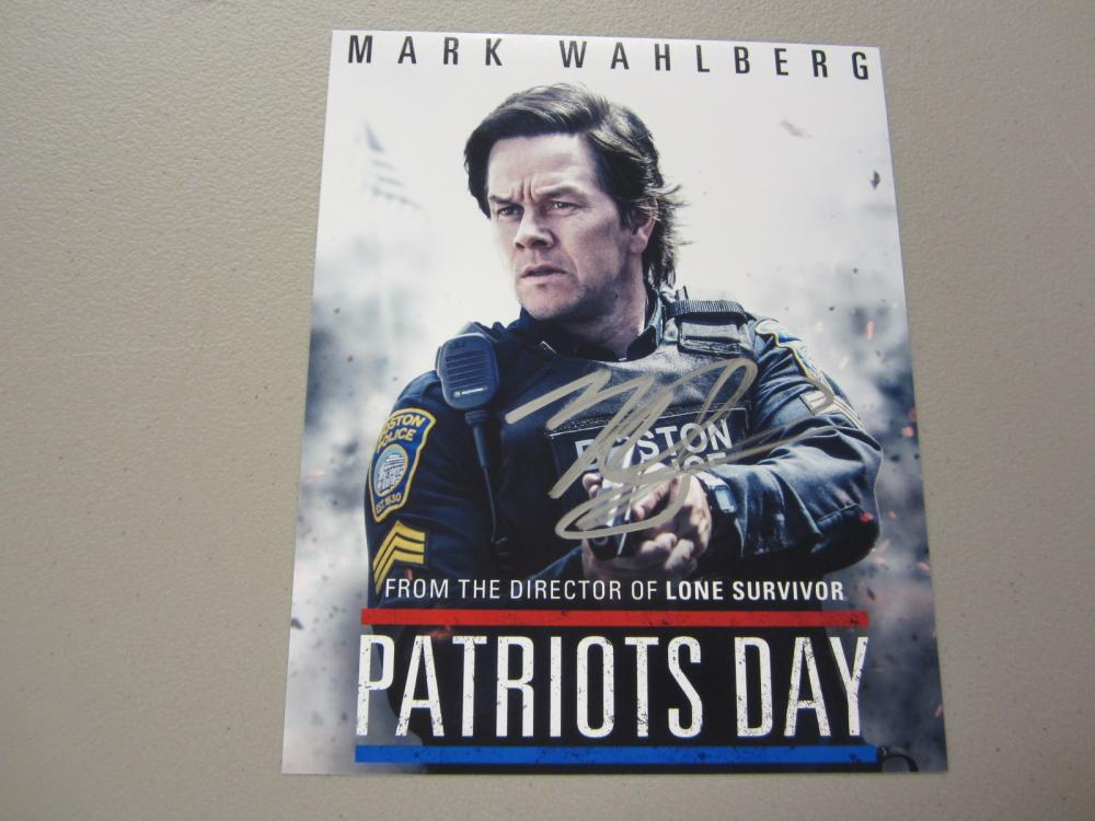 Lot 447: MARK WAHLBERG SIGNED AUTOGRAPHED 8X10 COA