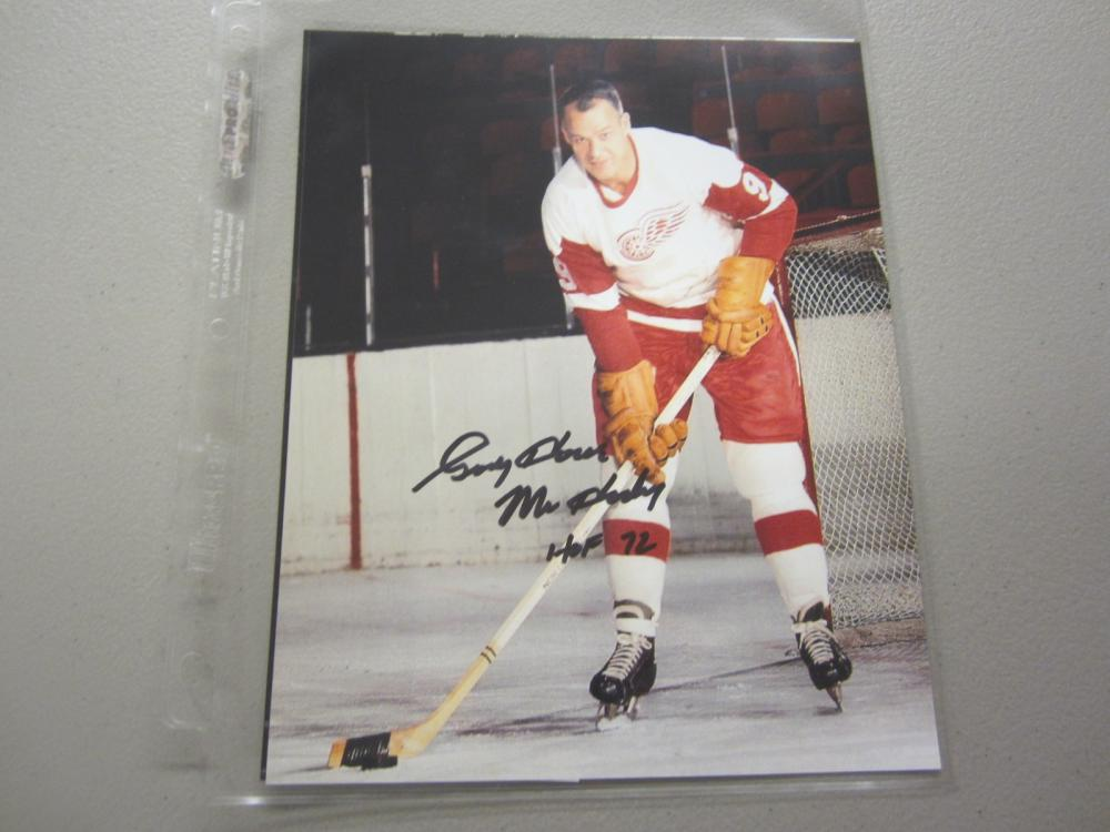 Lot 515: GORDIE HOWE SIGNED AUTOGRAPHED RED WINGS 8X10 COA