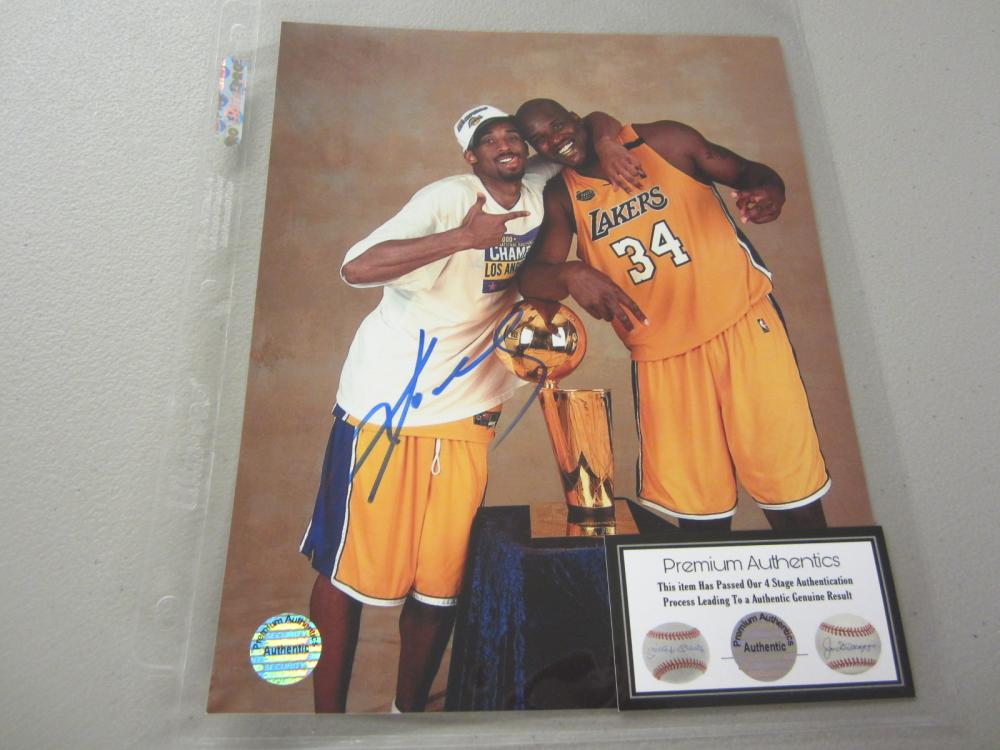 Lot 564: KOBE BRYANT SIGNED AUTOGRAPHED LAKERS 8X10 COA