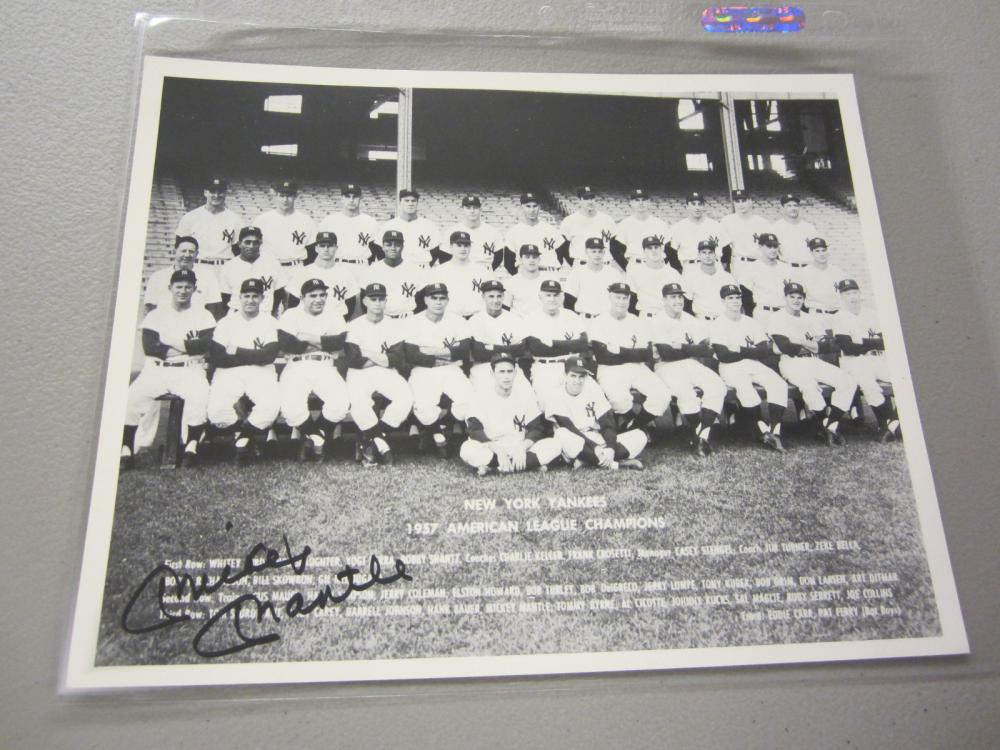 Lot 546: MICKEY MANTLE SIGNED AUTOGRAPHED YANKEES 8X10 COA