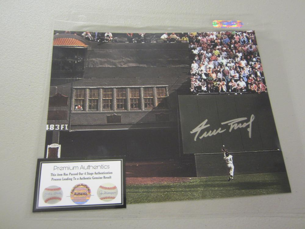 Lot 555: WILLIE MAYS SIGNED AUTOGRAPHED GIANTS 8X10 COA