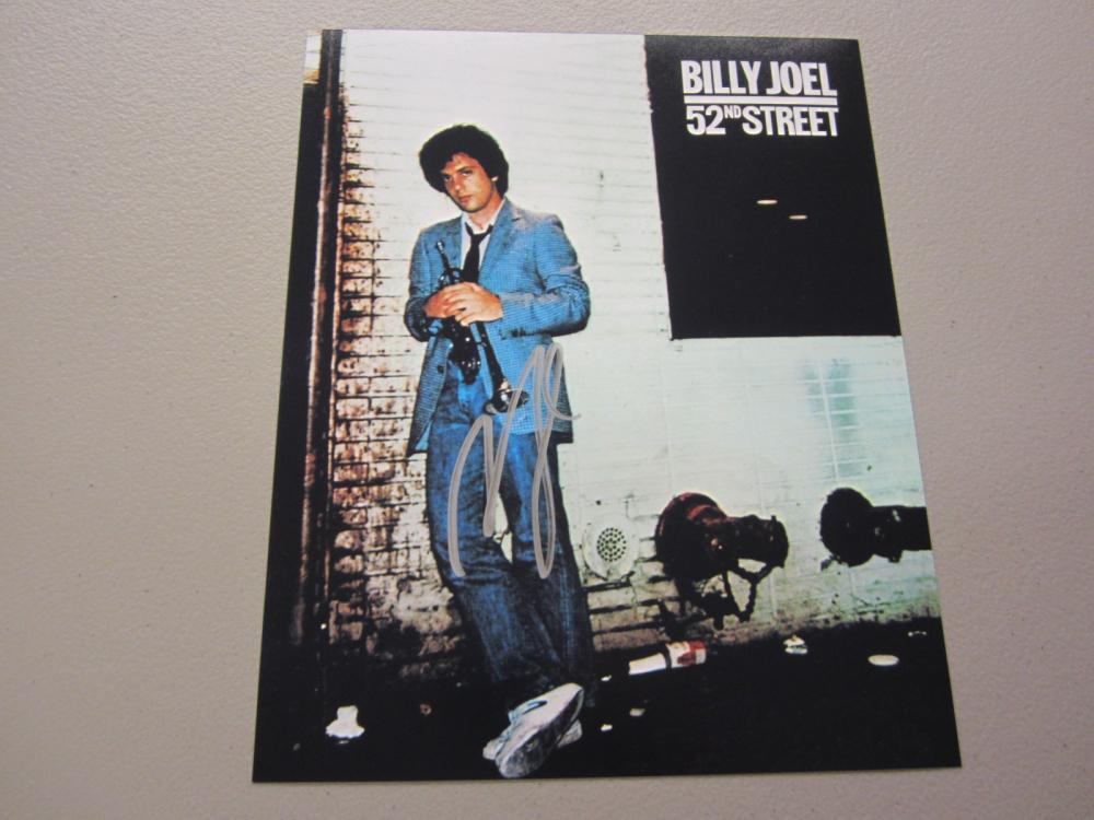 Lot 619: BILLY JOEL SIGNED AUTOGRAPHED 8X10 COA
