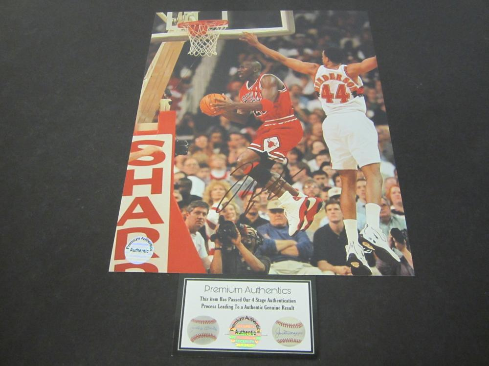 Lot 637: Michael Jordan Bulls signed autographed 8x10 Photo Certified Coa