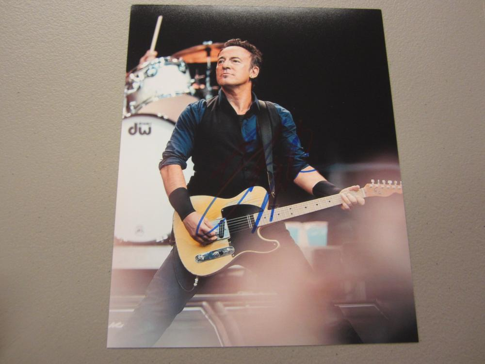 Lot 613: BRUCE SPRINGSTEEN SIGNED AUTOGRAPHED 8X10 COA