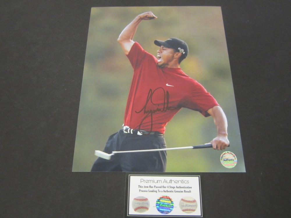 Lot 634: Tiger Woods signed autographed 8x10 Photo Certified Coa