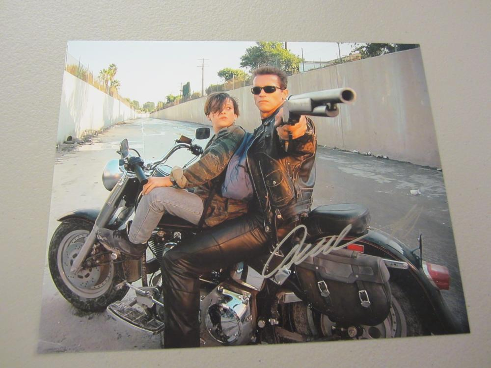 Lot 625: ARNOLD SCHWARZENGGER SIGNED AUTOGRAPHED 8X10 COA