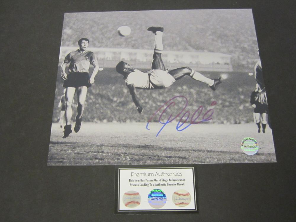 Lot 640: Pele signed autographed 8x10 Photo Certified Coa