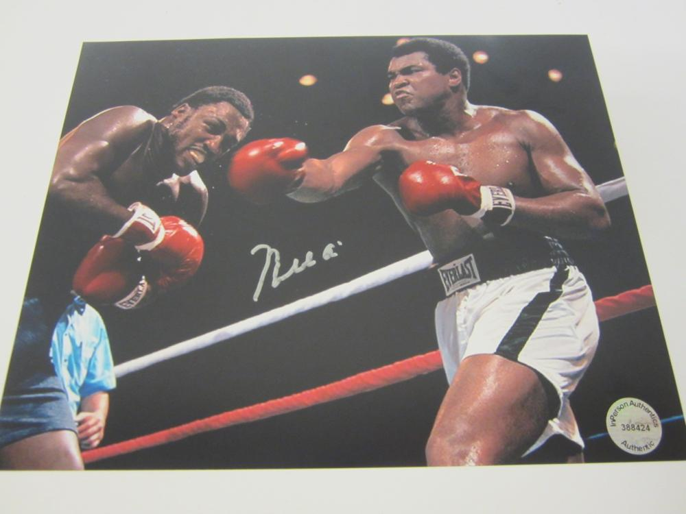 Lot 647: Muhammad Ali signed autographed 8x10 Photo Certified Coa