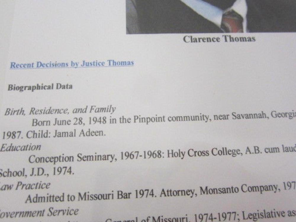 Lot 739: Clarence Thomas (US Supreme Justice) Signed Autographed Index Card Certified CoA