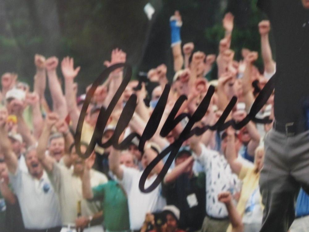 Lot 832: Phil Mickelson (5x PGA Champ) Signed Autographed Framed 11x14 Photo JSA CoA