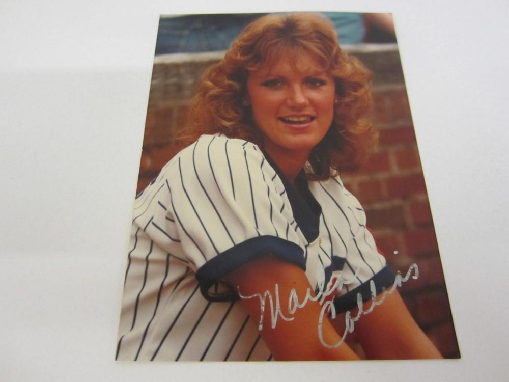 Lot 1024: MARLA COLLINS HAND SIGNED AUTOGRAPHED 4 X 5 WITH COA