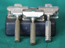 3 antique Gem single edge razors and 2 vintage Gem razor boxes.