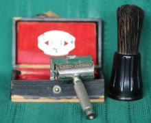 1906 Ever Ready Safey Razor w/ Brush + Box