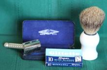 Vintage Gillette British Tech Safety razor w/ Case