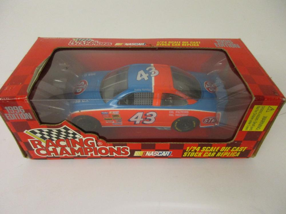 Bobby Hamilton 1996 NASCAR Petty Racing 1/24 scale Racing Champions Die Cast