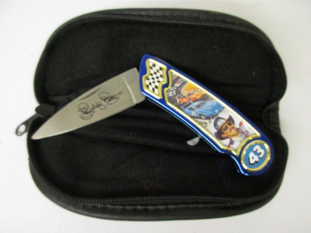 Richard Petty Limited Edition Franklin Mint Collectors Blue Knife w/ padded case