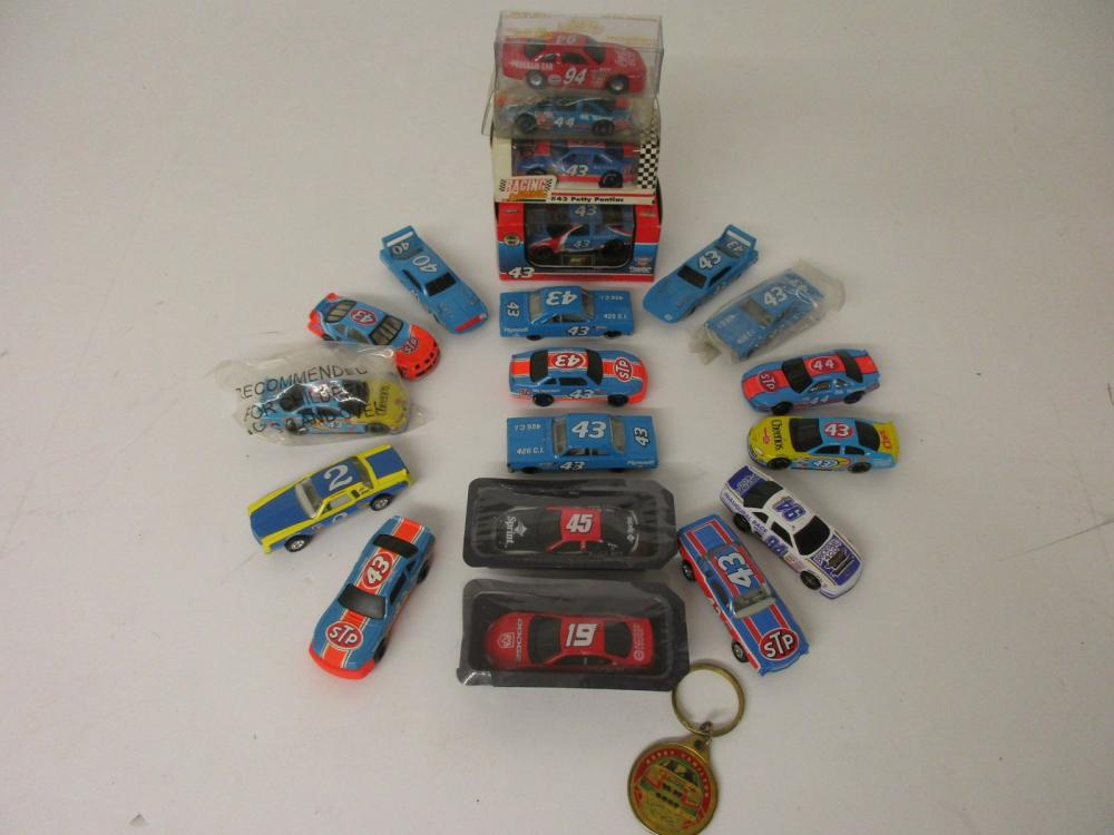 Richard Petty NASCAR 20 piece 1/64 scale die cast vehicle lot with keychain