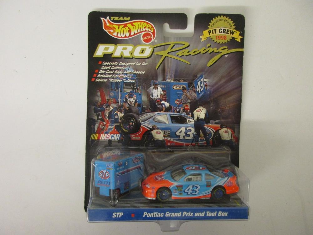 Richard Petty NASCAR STP 1998 Hot Wheels Pit Crew Tool Box Pro Racing Die Cast