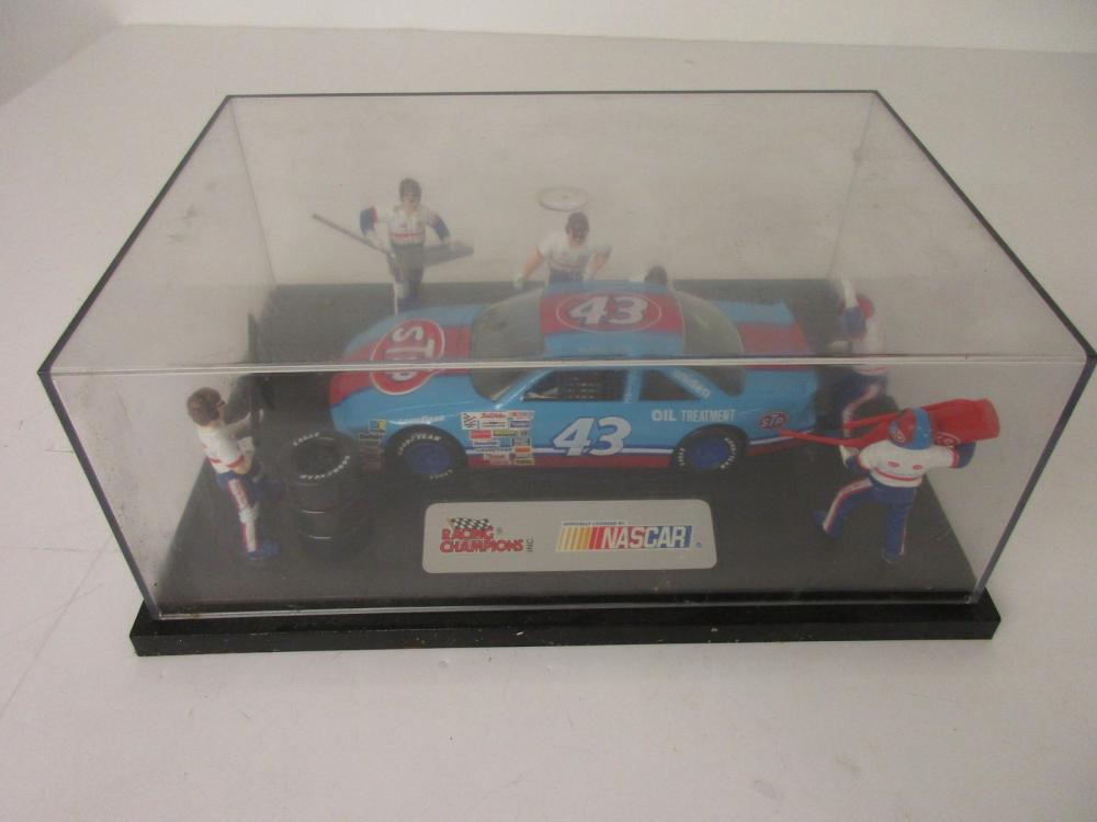 Richard Petty #43 STP Pit Stop Collectors Edition in Display Case Racing Champions