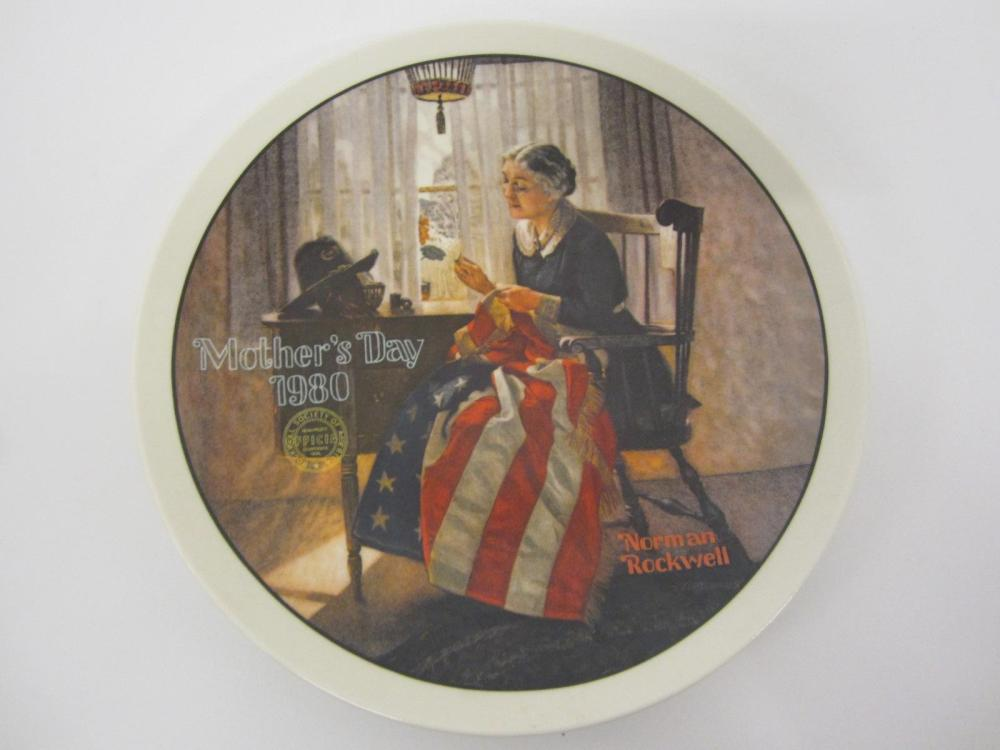"NORMAN ROCKWELL VINTAGE GLASS PLATE ""A MOTHERS PRIDE"" MOTHERS DAY 1980"