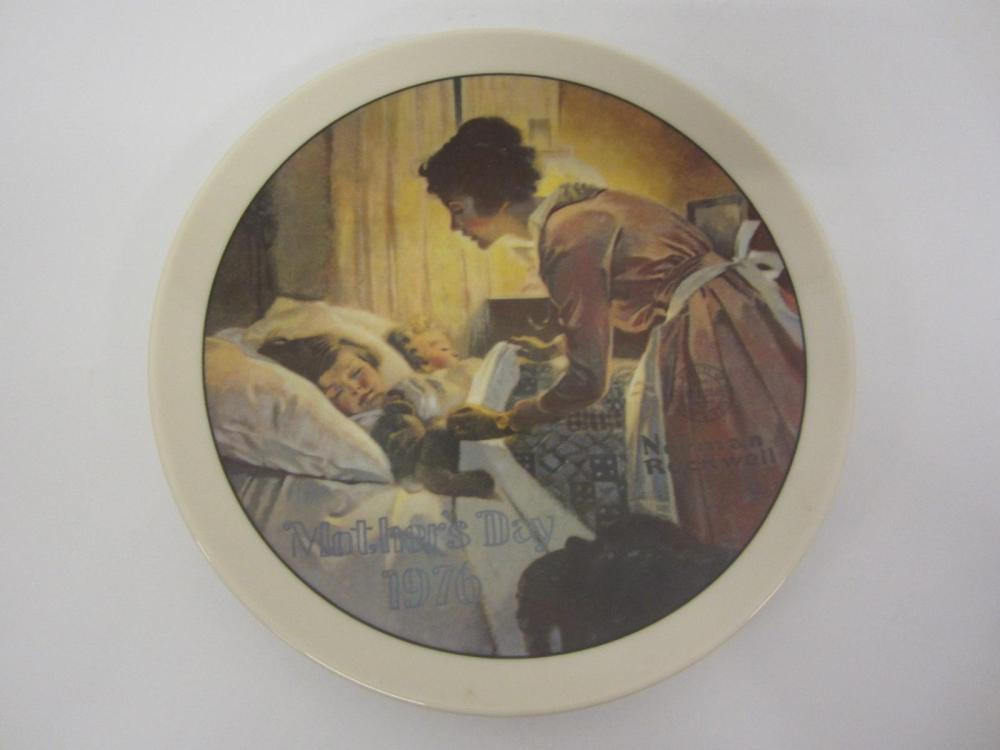 "NORMAN ROCKWELL VINTAGE GLASS PLATE ""A MOTHERS LOVE"" MOTHERS DAY 1976"