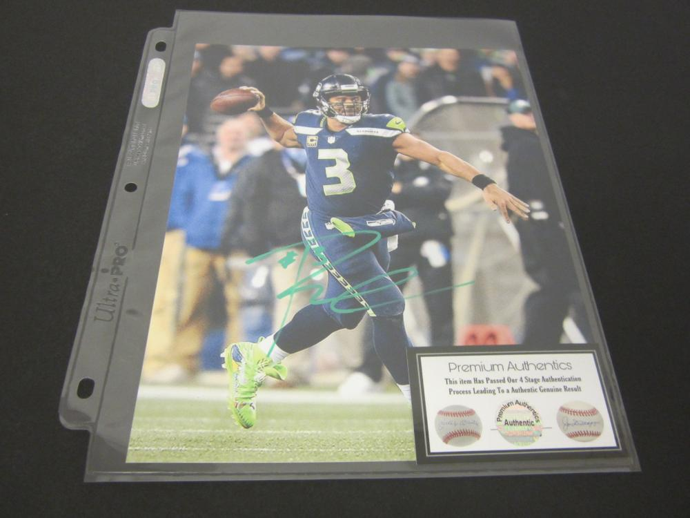 RUSSELL WILSON SIGNED AUTOGRAPHED SEAHAWKS 8X10 COA