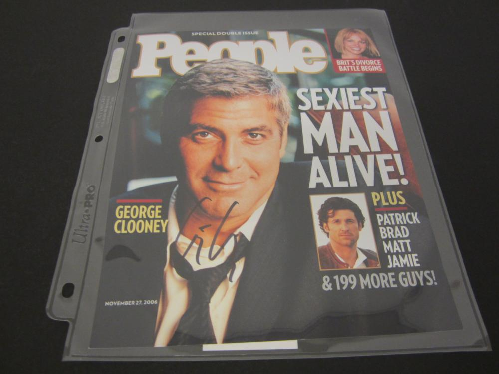 GEORGE CLOONEY SIGNED AUTOGRAPHED MAGAZINE COA