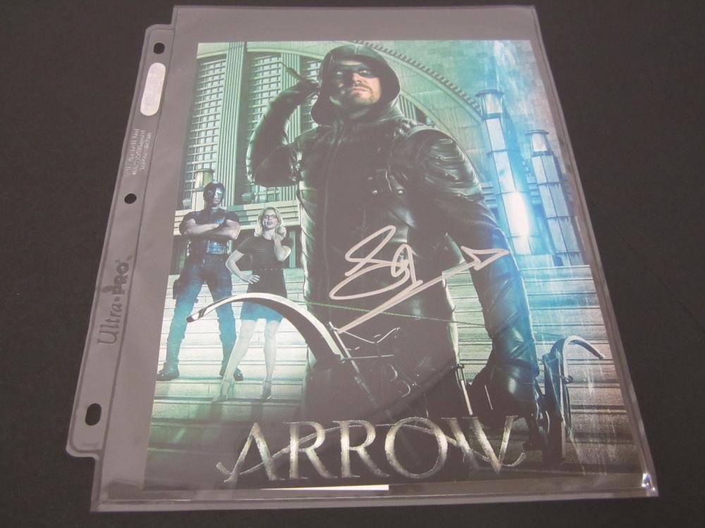 STEPHEN AMELL SIGNED AUTOGRAPHED 8X10 COA