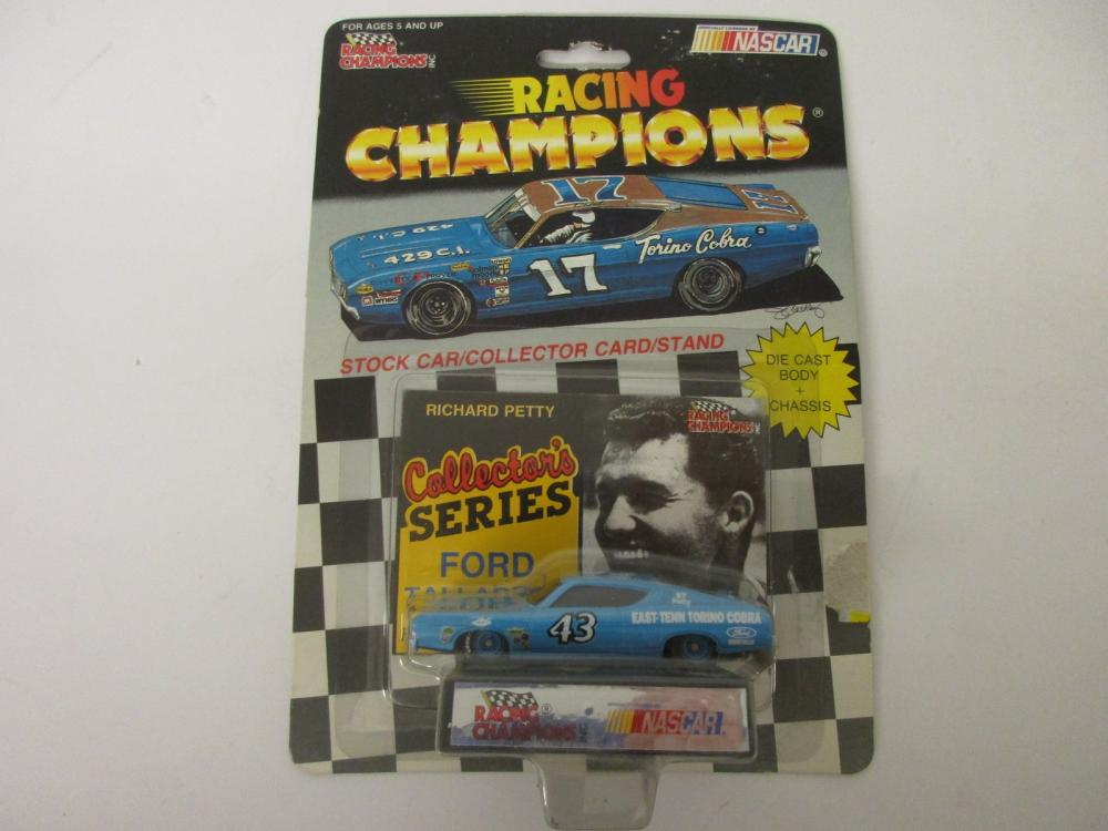 Richard Petty Collectors Series Ford Taurus 1/64 scale die cast car Racing Champions