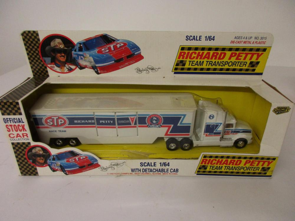 Richard Petty Team Transporter 1/64 scale with detachable cab Die Cast