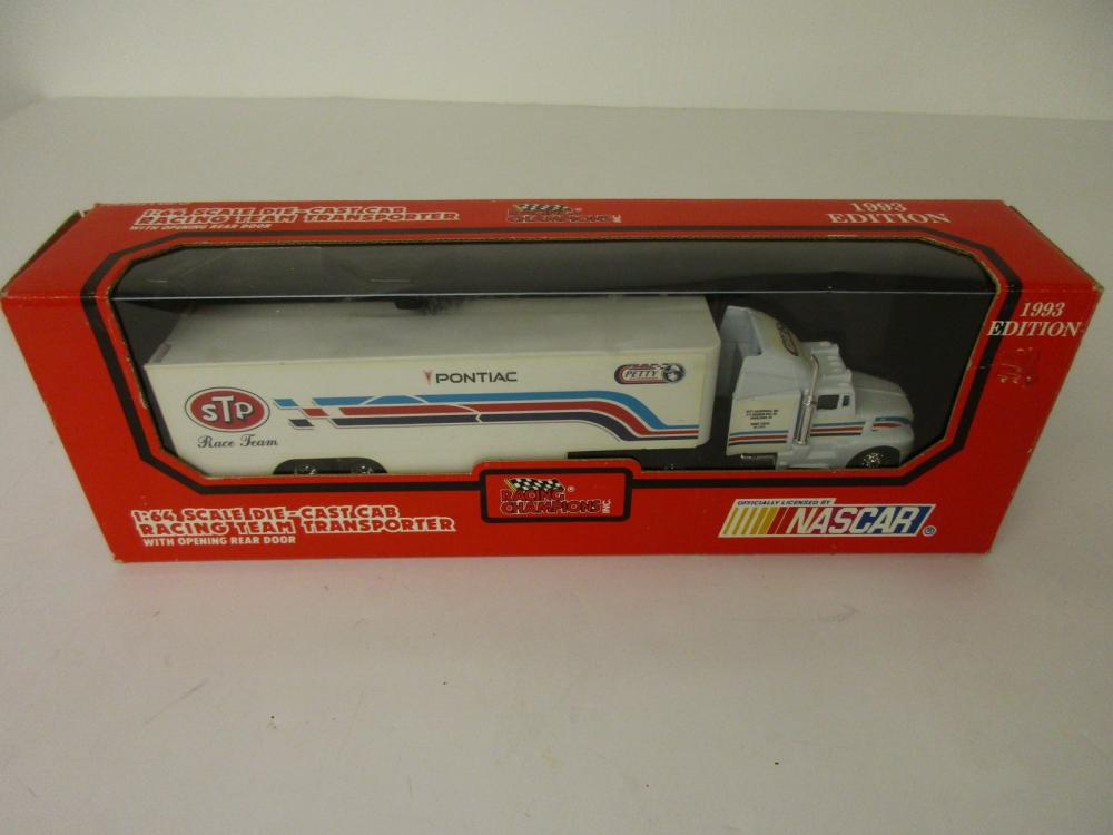Richard Petty Racing Champions 1993 Edition Team Transporter 1/64 scale Die Cast