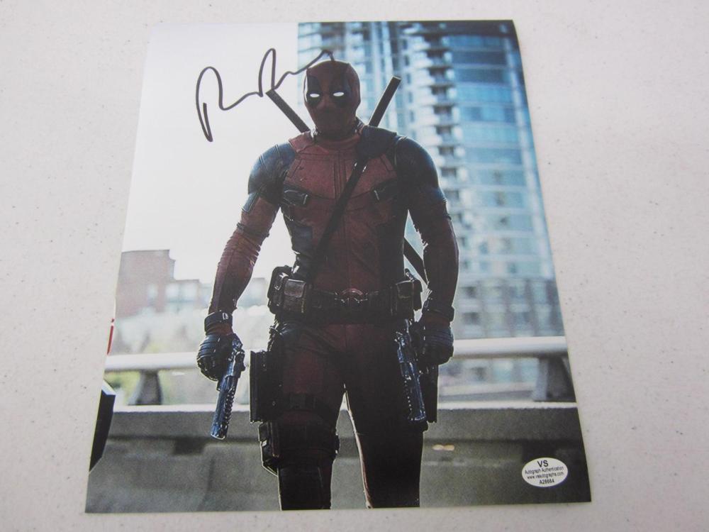 "Ryan Reynolds ""Deadpool"" signed autographed 8x10 photo Certified COA"