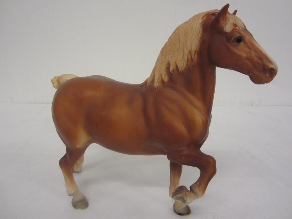 Lot 101: BREYER MOLDING CO. HORSE FIGURE