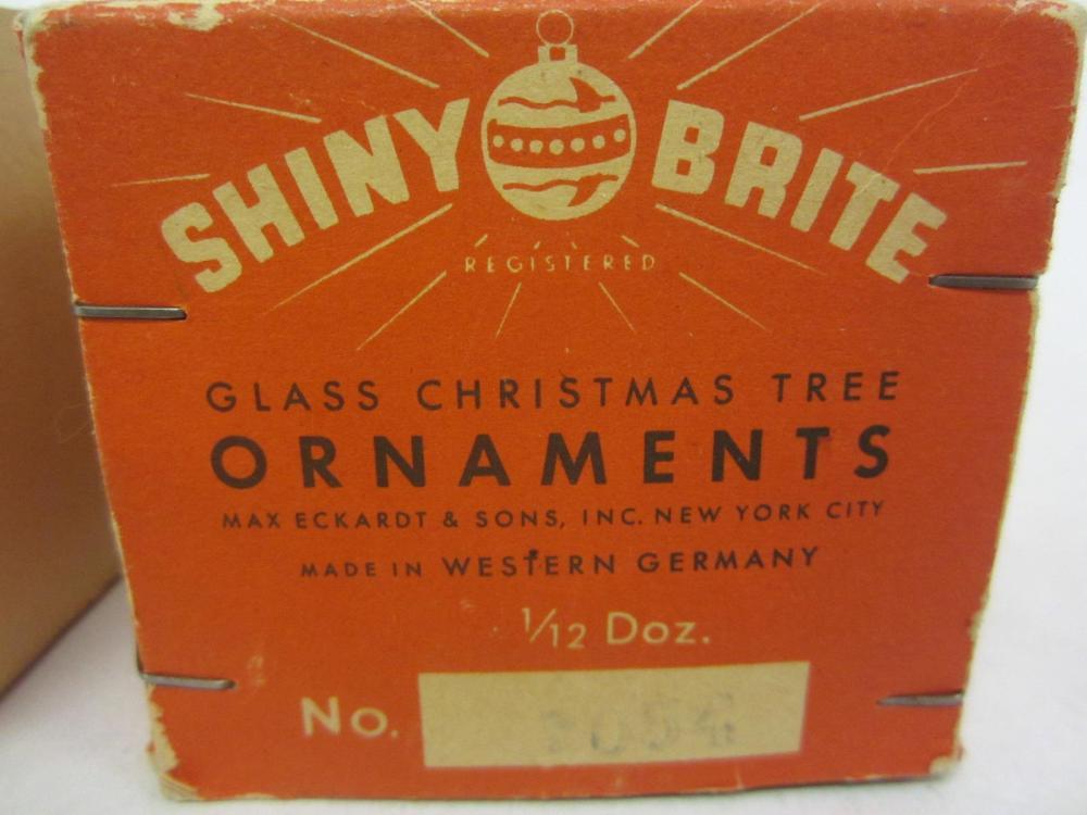 Lot 110: SHINY BRITE GLASS CHRISTMAS TREE ORNAMENTS WITH BOX