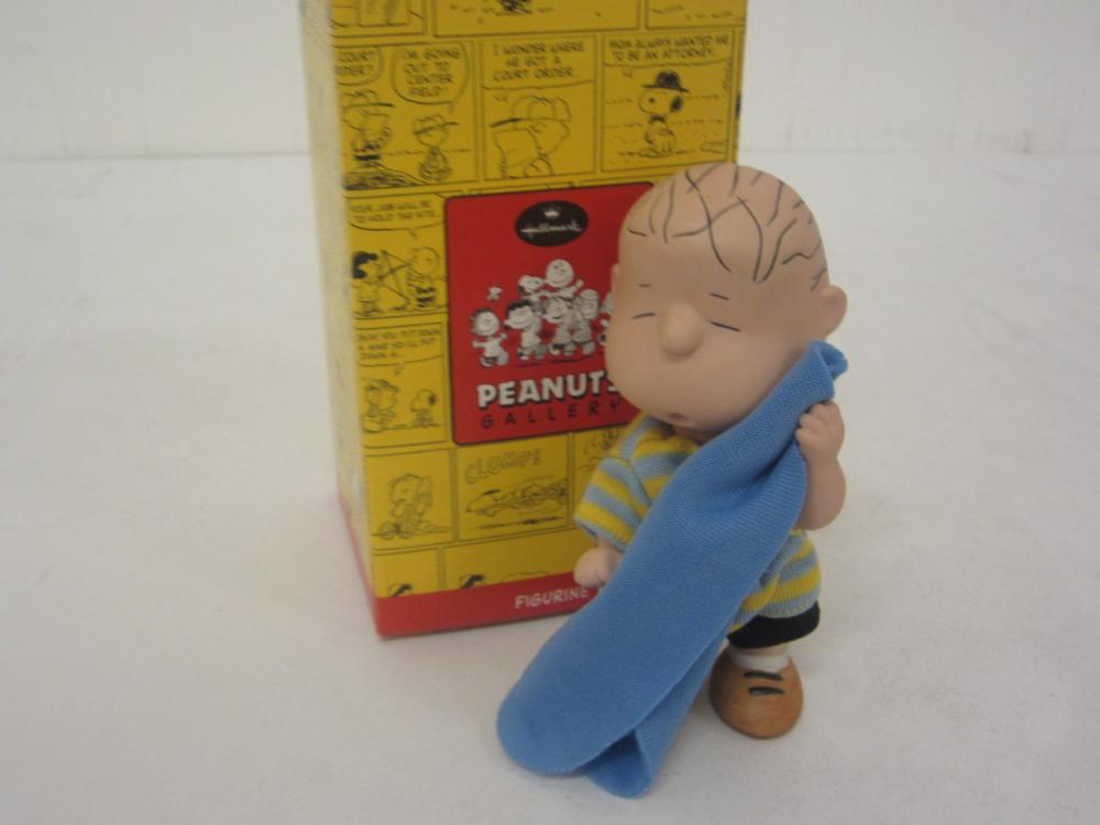 HALLMARK PEANUTS GALLERY GLASS FIGURE