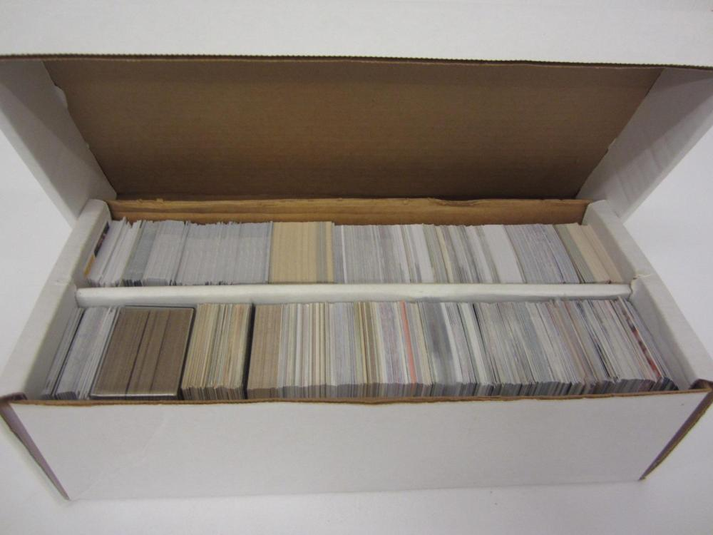 SHOEBOX MIXED LOT OF SPORTS CARDS