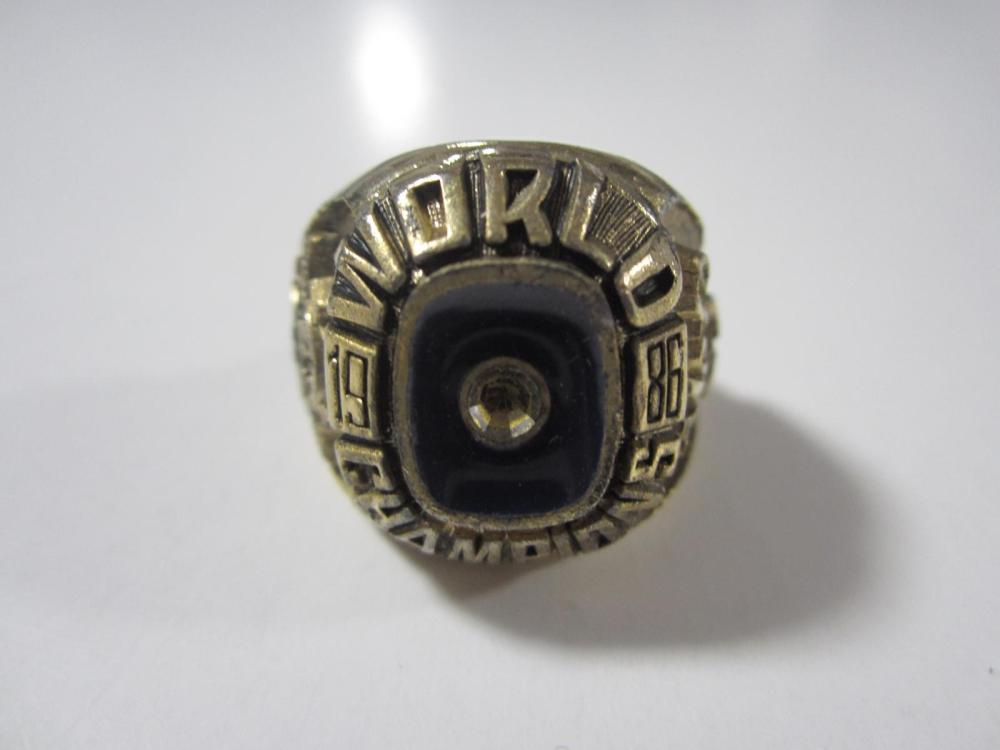 Lot 179: 1986 NEW YORK METS WORLD CHAMPIONS RING