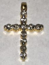 18K gold 0.33 TCW VS1, G color diamonds cross pendant.