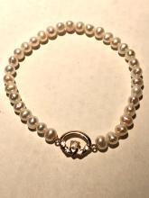 14k gold Tahitian pearls bracelet.
