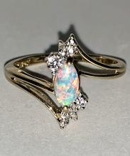 10K GOLD 0.60 TCW NATURAL OPAL AND DIAMONDS COCKTAIL RING.