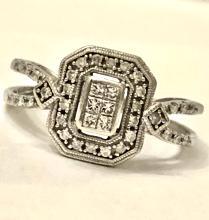 KAY'S 10K GOLD 0.44 TCW SI1, H COLOR PRINCESS DIAMONDS ENGAGEMENT RING.