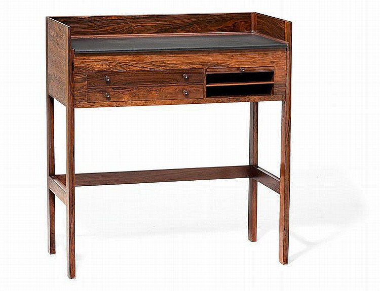Grete Jalk: Desk of rosewood. H. 112 cm.