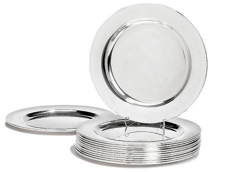 Henning Koppel: A set of 12 sterling silver plates. Georg Jensen 1945-1977. Design no. 1074. Weight 7423 gr. Diam. 28 cm. (12)
